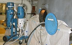 Čistí a vyprazdňuje cisterny a nádoby bezpečně - i uvnitř.